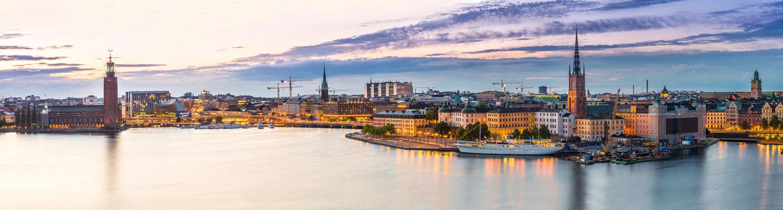 Sommernachtspanorama der Altstadt von Stockholm
